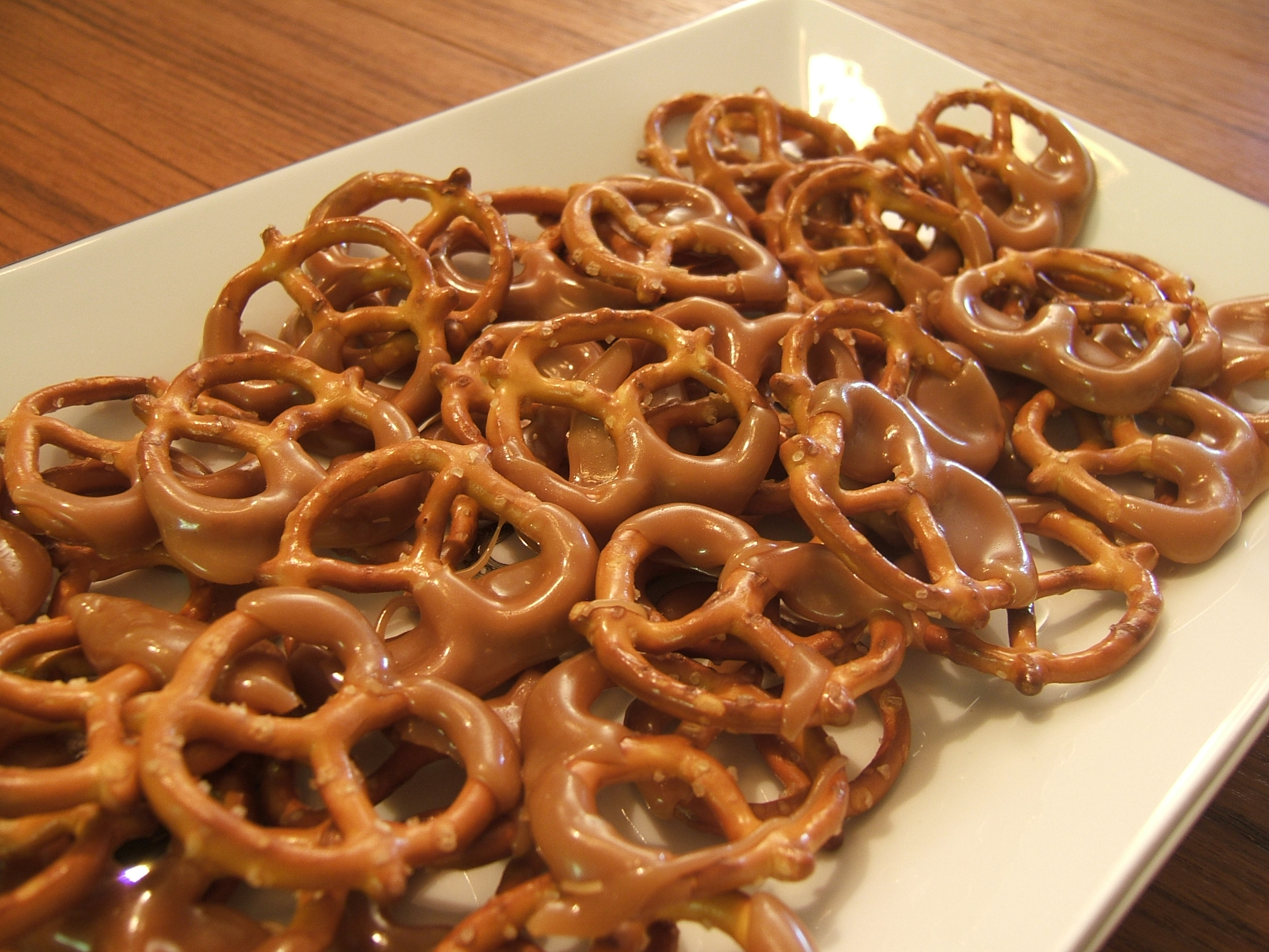Dah-licious! Easy Toffee Pretzels | The Tamara Blog...