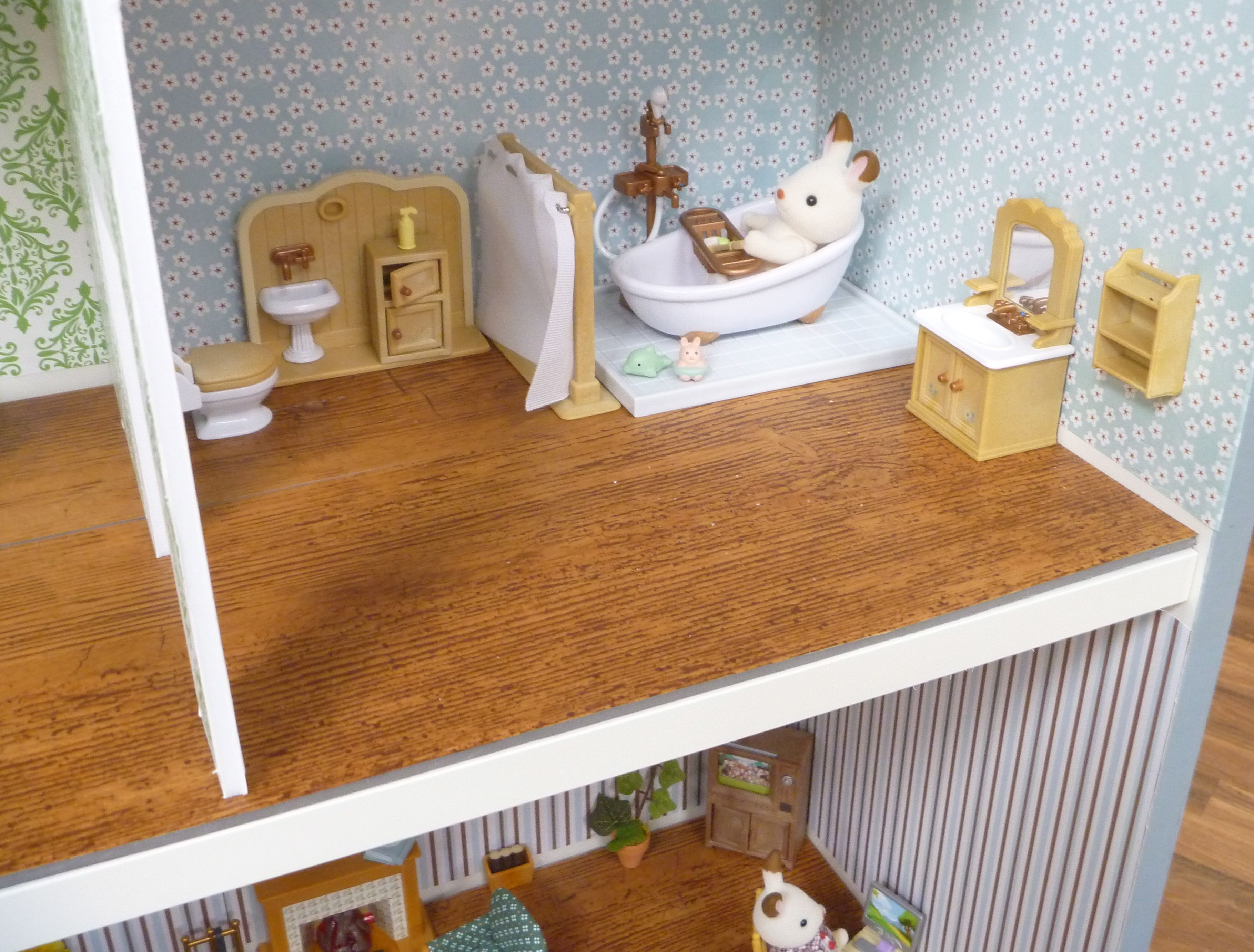 Scrapbook paper dollhouse wallpaper - Bathtub P1060245